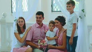 Пара из С-Петербурга отметила в Керчи розовую свадьбу