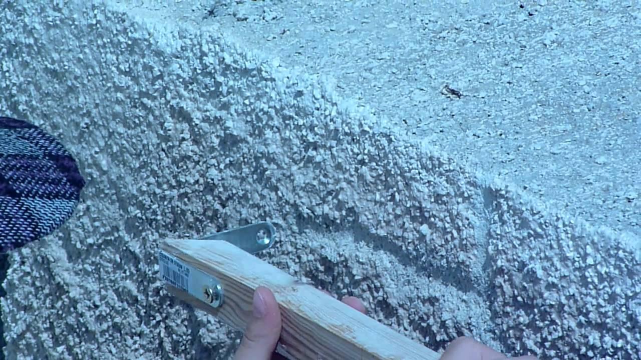 une fille de 11 ans fait un mur en pierre de parement. Black Bedroom Furniture Sets. Home Design Ideas