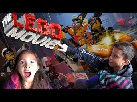 "LEGO MOVIE DAY! Toys ""R"" Us Building Event and MINECRAFT!"