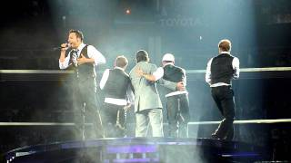 Kevin surprises crowd at Staples Center- NKOTBSB