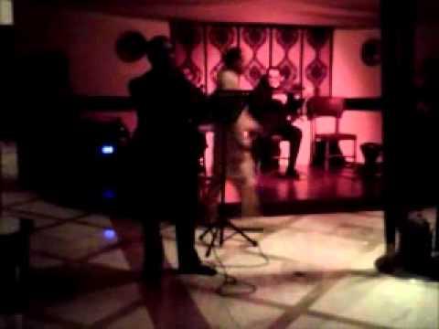 Musica y canto tradicional en restaurant arabe