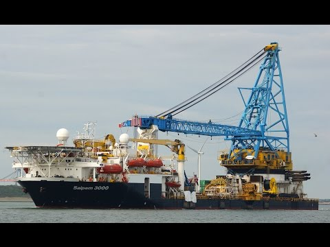 Saipem 3000 - self propelled DP crane vessel.