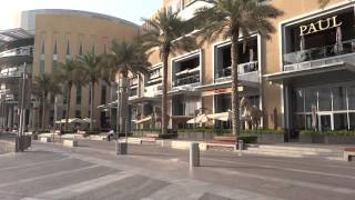 Burj Khalifa Dubai with American restaurants Red Lobster Pf. Chang's (Miquelli's Amerikablog)