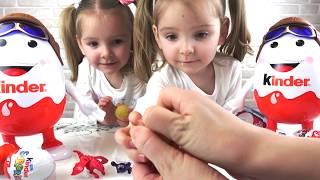 Огромные КИНДЕР СЮРПРИЗЫ Ксюша и Арина играют  /Funny TWINS open KINDER SURPRISE EGGS
