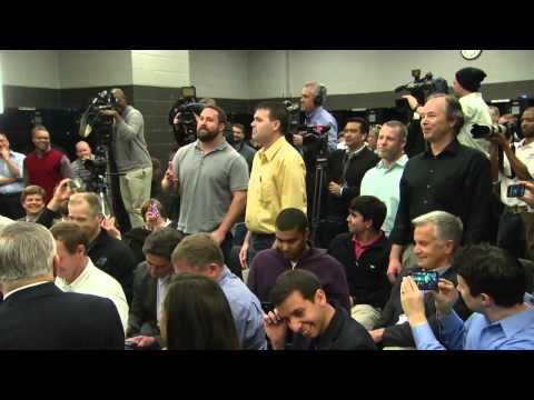Ryan Kalil and Zero Hour serenades Jordan Gross   Carolina Panthers