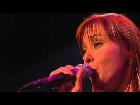 Suzanne Vega  Montreux2004 11  Behind Blue Eyes