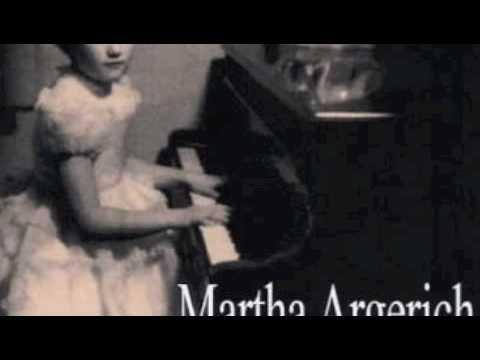 Child Argerich plays Mozart Concerto K.466