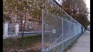 видео Забор из сетки рабица - установка сетки по низкой цене