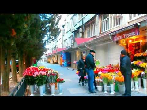Цветы на 8 Марта. Мужчины готовятся поздравить своих женщин. Лазаревское, 2013