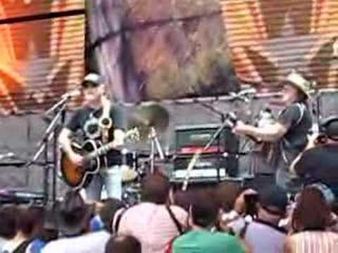 Farm Aid 2007 - Greg Allman & Willie Nelson - Midnight Rider