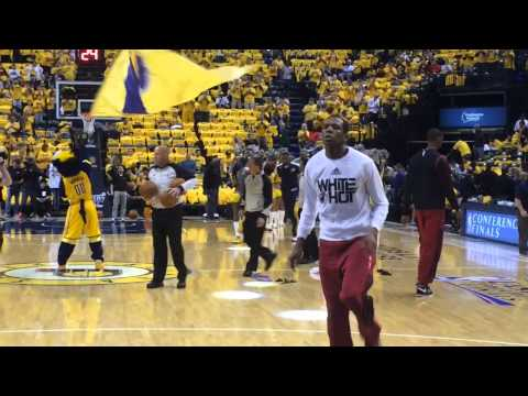 Miami Heat players get booed before warming up for Game 1 against Indiana Pacers