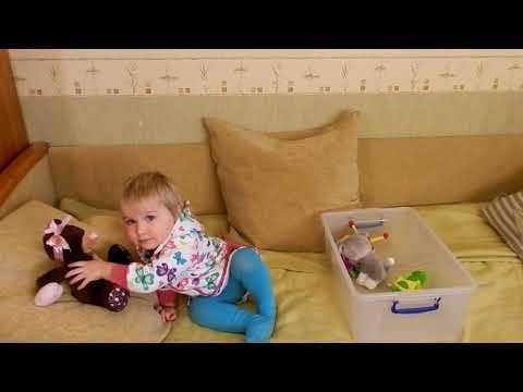 Образное восприятие музыки (продолжение). Ярослава. Возраст 1 год 8 месяцев.