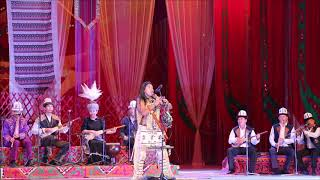 Лео Рохас и ансамбль Марал исполняют мелодию El Condor Pasa