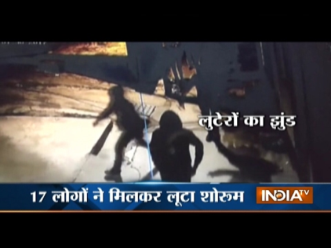 CCTV : 17 Robbers Looted Jewellery Worth Rs 11 Lakhs in Delhi's Narela