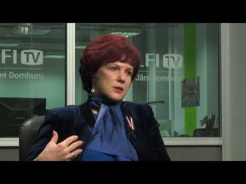 Solvita Āboltiņa izplūst asarās intervijā ar Jāni Domburu