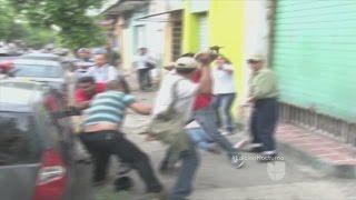 Fuertes disturbios fuera de Alcaldía de San Salvador