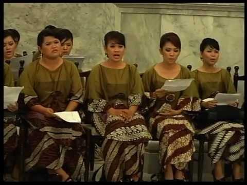 Choirs in impromptu Mozart Ave Verum
