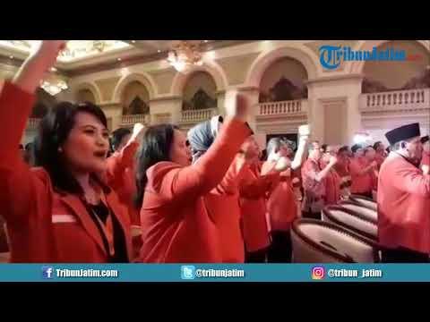 Wali Kota Batu Dewanti Rumpoko Nyanyikan Hymne PDIP