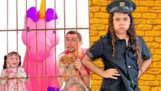 SARAH FINGE BRINCAR de POLICIAL com o PAPAI e um UNICÓRNIO