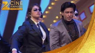 Zee Cine Awards 2012 Priyanka & Shah Rukh Khan