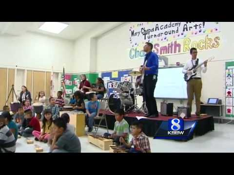 Drummer Chad Smith rocks out with Greenfield school