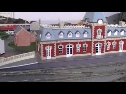 OO gauge layout update with Hornby R199 Mainline Station Building and new Skaledale houses!