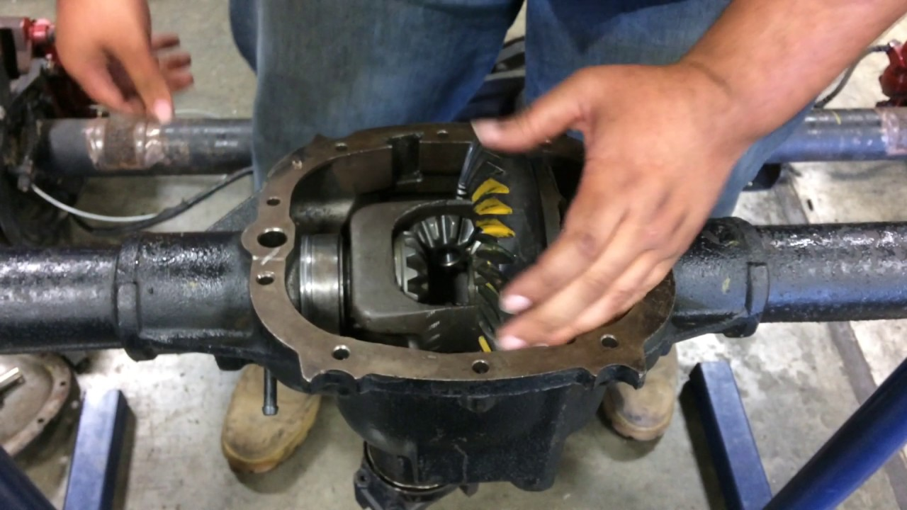 How to disassemble a rear differential - YouTube