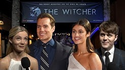 THE WITCHER Staffel 2 kommt! INTERVIEW mit Henry Cavill, Joey Batey, Freya Allan & Anya Chalotra