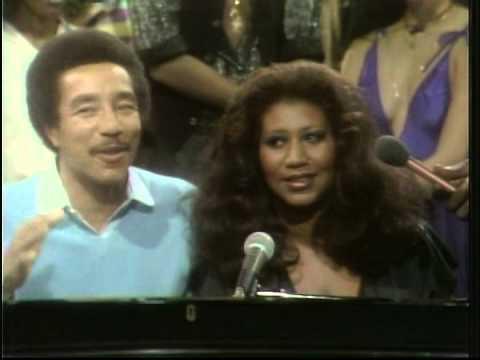 "Aretha Franklin & Smokey Robinson ""Ooh Baby Baby"" (Live) + interview"