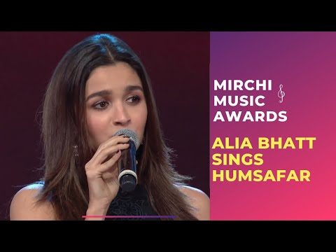 Alia Croons Humsafar From Badrinath Ki Dulhania At Royal Stag Mirchi Music Awards | #RSMMA