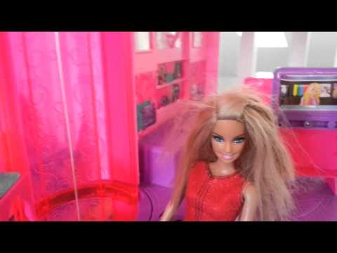 Barbie and her children: Shower time!