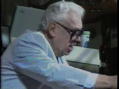 Harry Caray Singing Take Me Out to the Ballgame. Wrigley Field  7