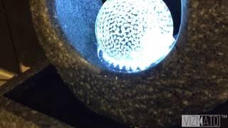 Granitbrunnen mit Glaskugel und Licht