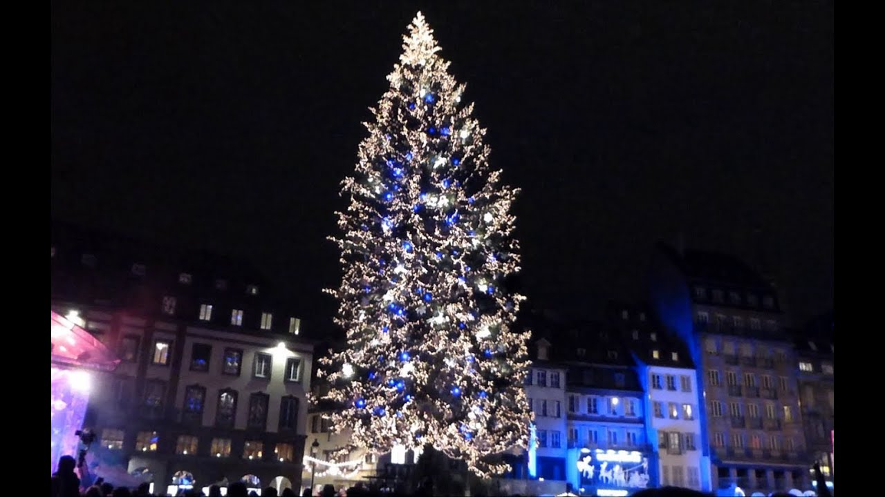 Illuminations du grand sapin de no l strasbourg 2013 for Decoration sapin de noel americain