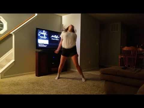 CRAZY GIRL DANCING !!! thumbnail