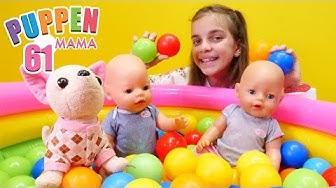 Puppen Mama. Die Baby Born Puppen spielen im Ballbecken. Spielzeugvideo