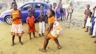 De Exit #Makola #Babe The Small girl twerking