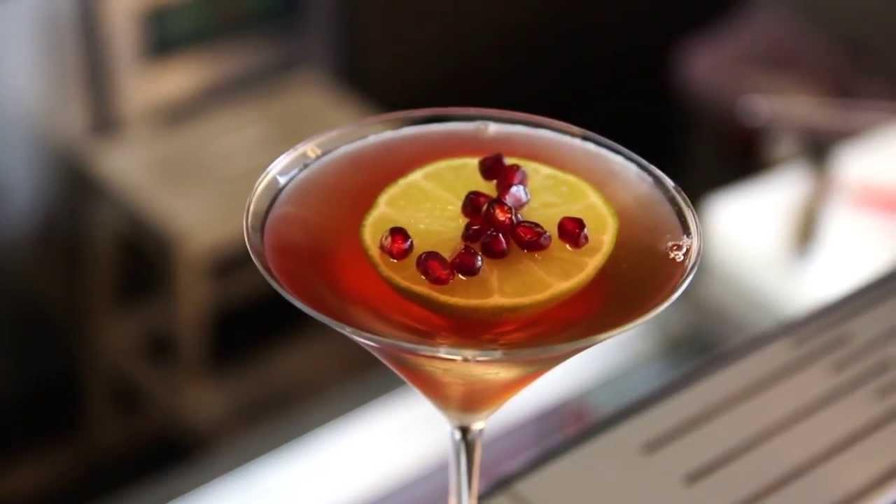 MJFLAIR 麥傑花式調酒 Garnish 裝飾物示範「紅石榴 水中分離」- Alex(Alco Bar) - YouTube