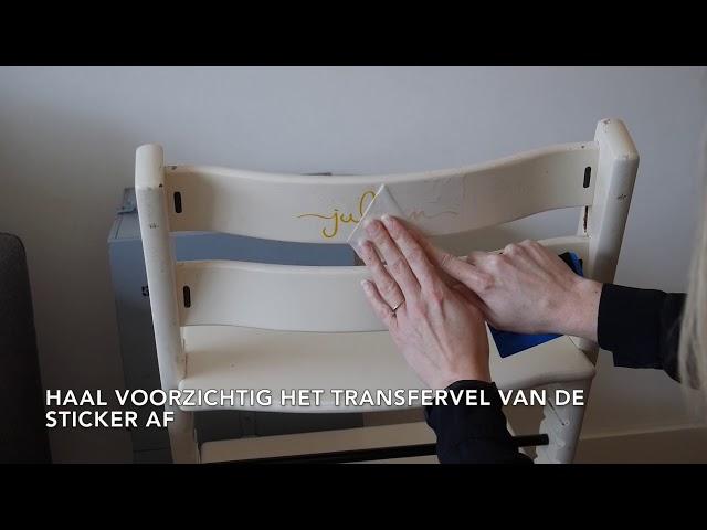 DIY - Naamsticker op een kinderstoel plakken