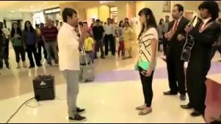 Dunya News - Man Buys 99 iPhone 6s to Propose his Girlfriend, Gets Rejected