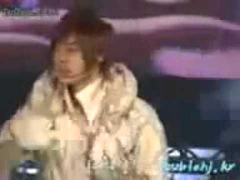 081004 - Leader KHJ fell down on stage when performing Deja Vu at Workers Festival.flv