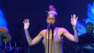 Erykah Badu Performing Window Seat At Club Nokia