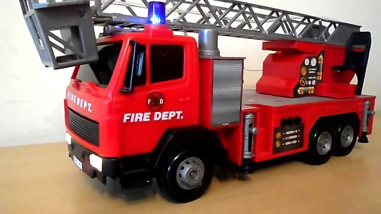 Amazing Dickie Toys Large Fire Engine Toy With Lights And