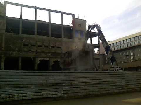 Как сносят кинотеатр Экран в Ставрополе