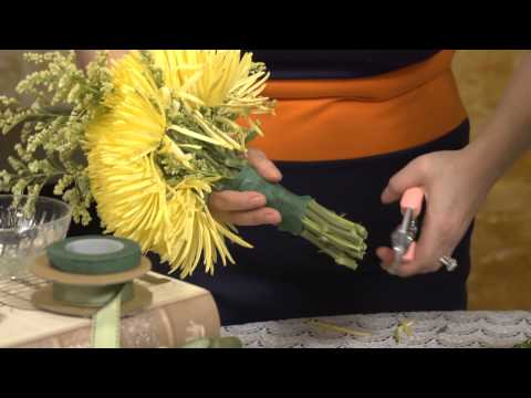How to Make Your Own Bouquet of Spider Mums : Event Flowers & Centerpieces