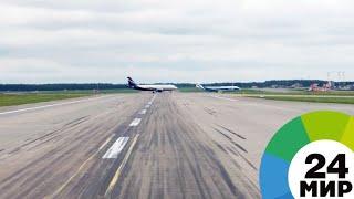 В Сингапуре самолет с 284 пассажирами протаранил телескопический трап - МИР 24