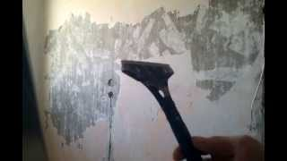 видео Как снять водоэмульсионную  краску с потолка