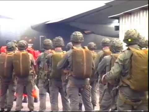 Saut du 6ème RPIMA sur la  pointe denis - Libreville - GABON 96 - Troupes de marine parachutistes -