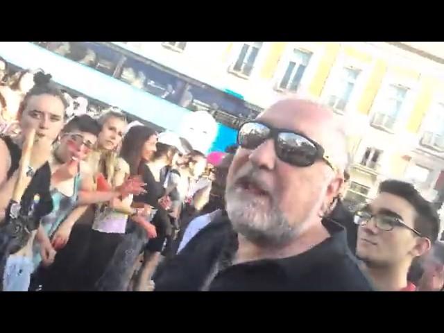 David Llorente expulsa al agresor de una activista durante la marcha de Podemos