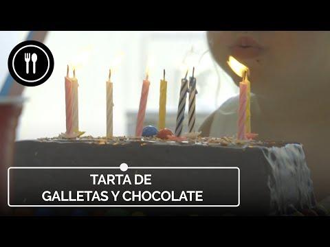 La típica tarta de galletas y chocolate de los cumples de toda la vida. Receta fácil (con vídeo incluido)